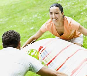 Couple spends less money with picnic lunch